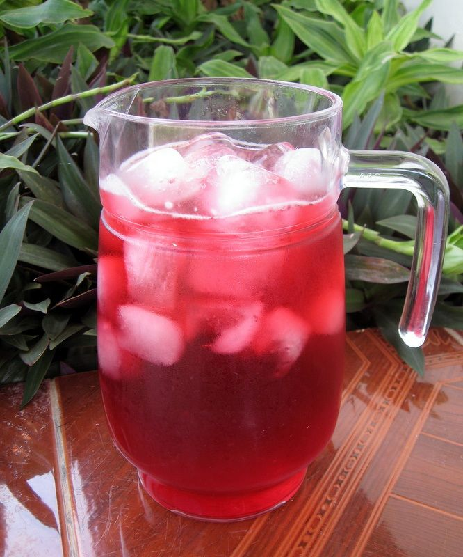 Iced Hibiscus Tea – Agua de Flor de Jamaica   I love agua de Jamaica, specially in Atlixco Mexico when the ladies serve the water in small plastic bags with chunks of ice.