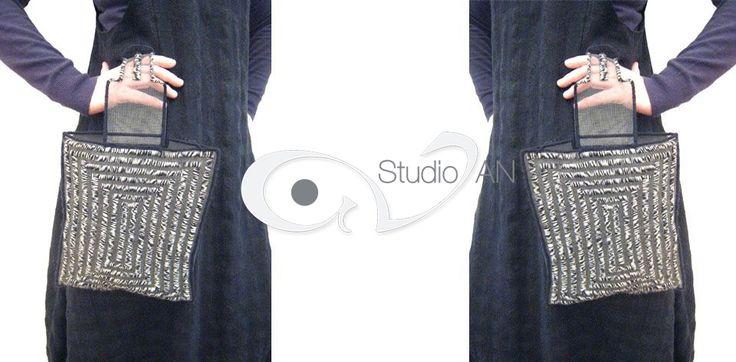 Soft screen handmade handbag with black and white knitting wool  #studioAN #handbags #transparentbags #handmade  http://www.studioan.com/ngine/en/product/175/soft-screen-handbag-with-black-and-white-knitting-wool