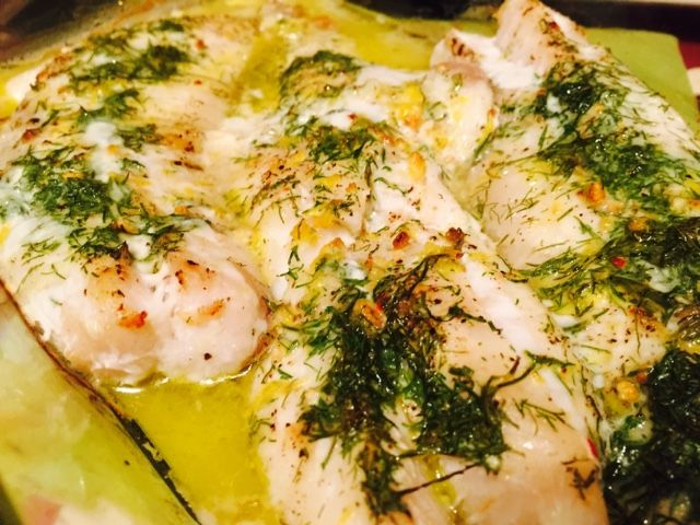 Recipe for white wine baked redfish fillet with lemon and dill