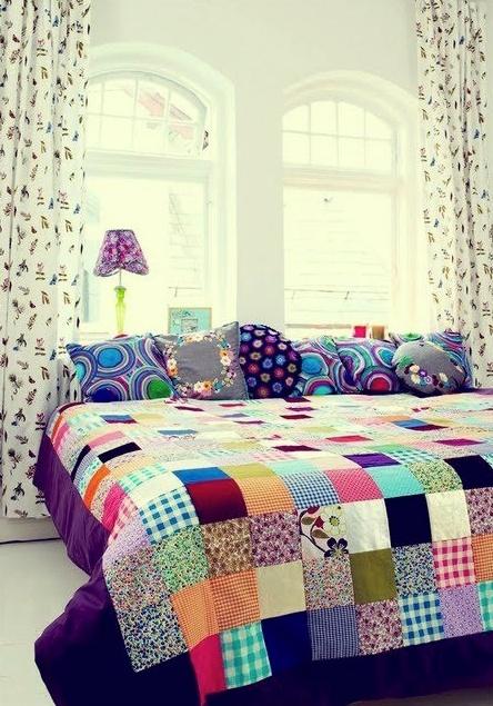 colcha de patchwork e lindas almofadas