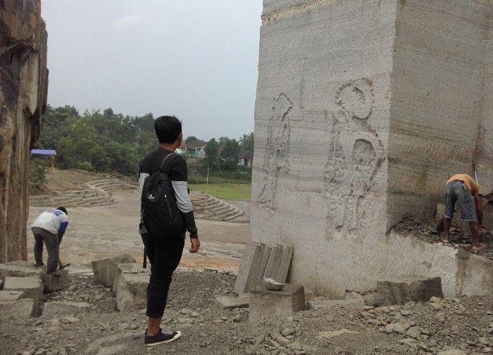 Tebing Breksi, Sleman, DI Yogyakarta. Lokasi tempat ini hanya berjarak sekitar 1 km dari Candi Ijo yang merupakan candi tertinggi di Jogja