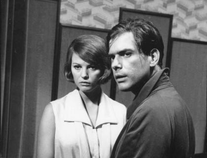 """Claudia Cardinale e Tomas Milian nel film """"Gli indifferenti"""" (1964) di Francesco Maselli - Recensione su LikeZelda!"""