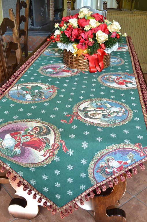 CHRISTMAS SNOWFLAKE TABLE RUNNER - PatriziaB.com  Appealing Yuletide runner made from goblin fabric with lurex accents and elegantly completed with a precious carmine tassel fringe edging