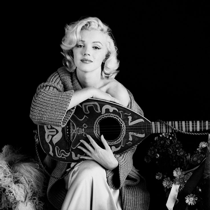The world of old photography: Milton Greene: Marilyn Monroe with mandolin.  Los...