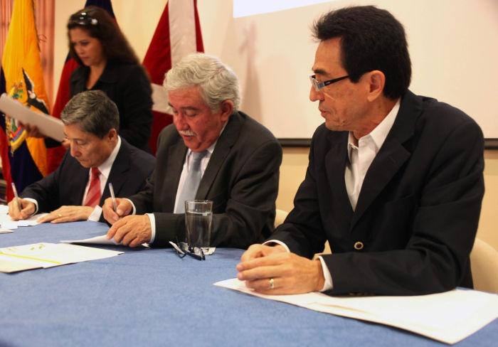 La EPMAPS y la EEQ firman acuerdo bilateral para la creación de pequeños proyectos hidroeléctricos que beneficien a Quito. Ver más en: http://www.elpopular.com.ec/52918-energia-hidroelectrica-para-quito.html?preview=true