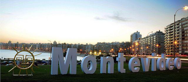 Temblor en Montevideo y Canelones las autoridades han confirmado que fue un sismo   Las autoridades de Uruguay han confirmado que un sismo ha sacudido a Montevideo y Canelones mientras el epicentro del terremoto fue en la localidad de Sauce. Por ahora las autoridades desconocen la magnitud del temblor. Las redes sociales se han llenado de mensajes provenientes de Uruguay donde expresan su preocupación por el temblor que se sintió este jueves por la noche. Actualidad