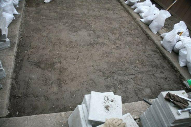 terrasse de jardin en dalles de b ton gris mat riaux de. Black Bedroom Furniture Sets. Home Design Ideas