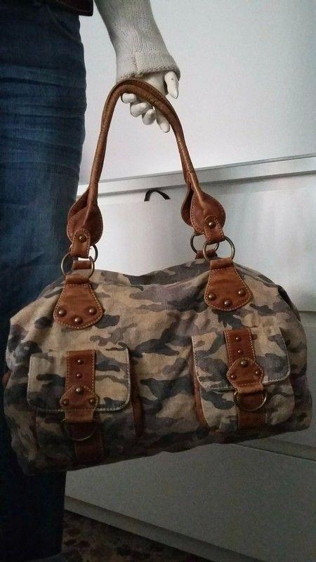 937797747 Comprate este maxi-bolso, tejido estampado de camuflaje, combinado con  polipiel camel,