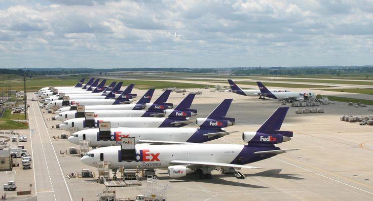 FedEx superhub at Memphis International Airport. | Airplanes ...