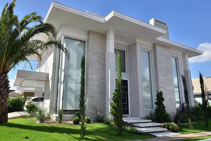 12 fachadas de casas com estilos cl ssico e contempor neo for Fachadas de casas estilo contemporaneo