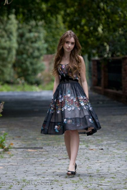 Lily Collins in this adorable dress!!