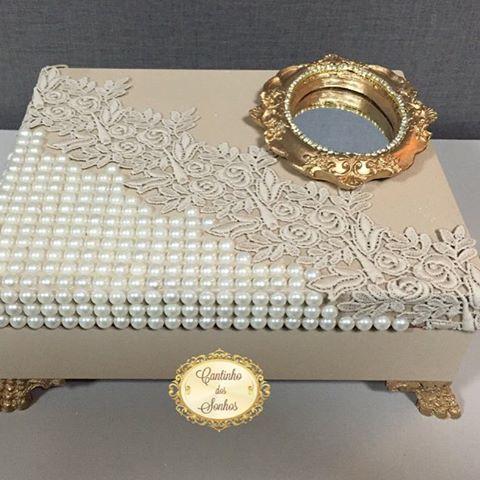 Porta joias com interior flocado e bandeja... #portajoias #luxo #delicadeza #parasuacasa #organização #caixaspersonalizadas #perolas #joias #artesanato #feitoamao