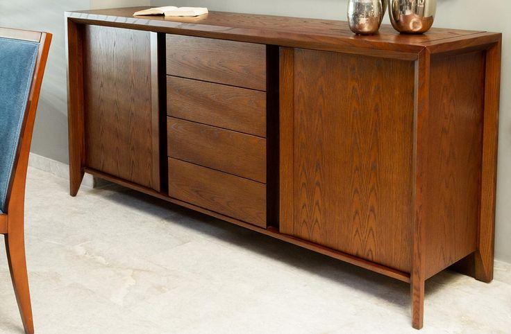Τραπέζι ροτόντα κατασκευασμένοαπό φυσικό ξύλο δρυ διαμέτρου 1,30.Διαθέτειπροέκταση 50 cm που τοποθετείται στη μέση του καπακιού.