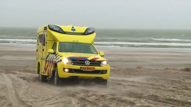 Volkswagen Amarok Tamlans modular ambulance in Terschelling sand dunes. Watch the video (in Dutch):    http://nos.nl/video/2083741-suv-ambulance-op-terschelling.html