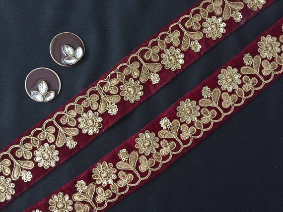 ATTRACTIVE INDIAN GOLD AARI WORK FLOWERS EMBROIDERED ON PINK TRIM//LACE-ONE MTR
