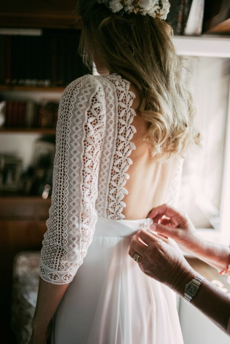 Bride Margarita wore a backless dress for her rustic woodland wedding in Spain. Photography by Sarah Lobla.