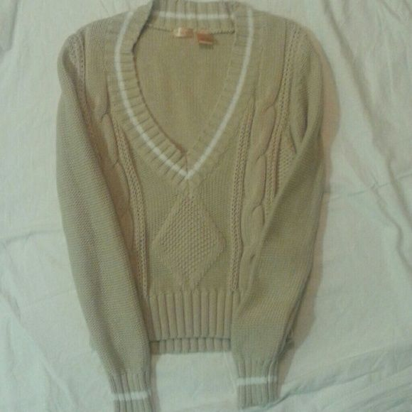 Great North Crest Classic Sweater! Really adorable sweater in excellent condition. North Crest Sweaters V-Necks