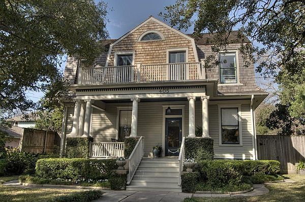 Welcoming dutch colonial home in texas home dutch for Dutch colonial house for sale