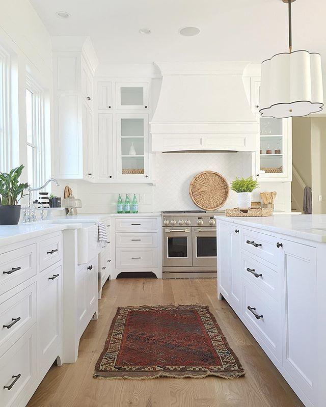 Modern Farmhouse Kitchen. White Kitchens. whitepearinteriors.com