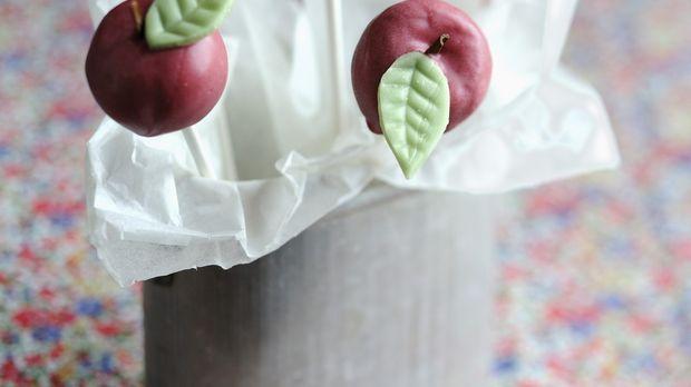 Cake-Pops: Kuchen am Stiel backen nach Rezept - Sweet & Easy - Enie backt - sixx