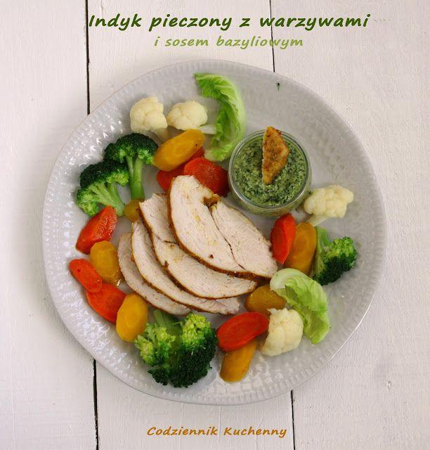Indyk pieczony z warzywami i sosem bazyliowym