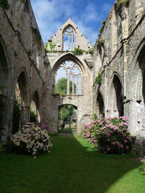 Abbaye de Beauport, Bretagne / France (by V come Viaggiare).