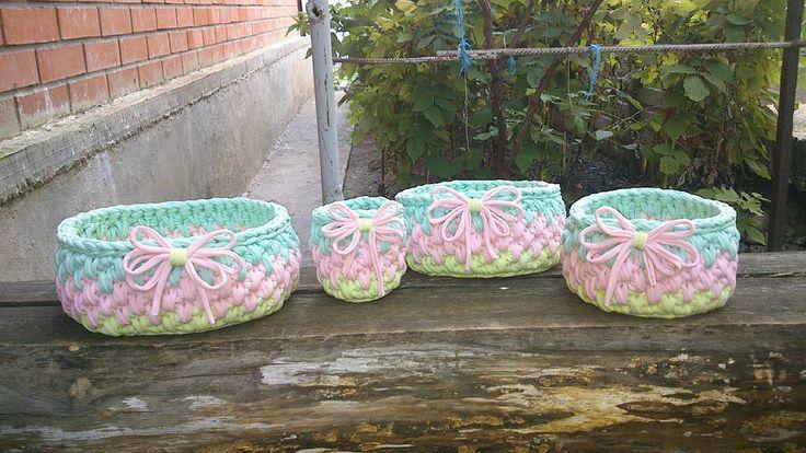 Интерьерные корзинки были связаны на заказ для очаровательной @svetlanas85 .Пусть радуют маму и малышку. И спасибо за оперативность и доверие @knit_krasnodar. #интерьерныекорзинки #вязанныекорзинки #декорванной #декоркухни #декордетской #декорспальни #пряжалента #handmade