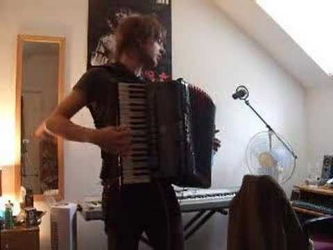"Dave Thomas - ""AMELIE"" La Noyee solo (Yann Tiersen cover)...very talented!"