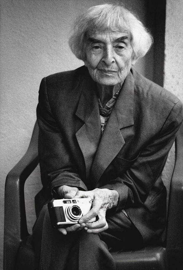 Ellen Auerbach (1906-2004) - German-born American photographer. Portrait by Stefan Moses