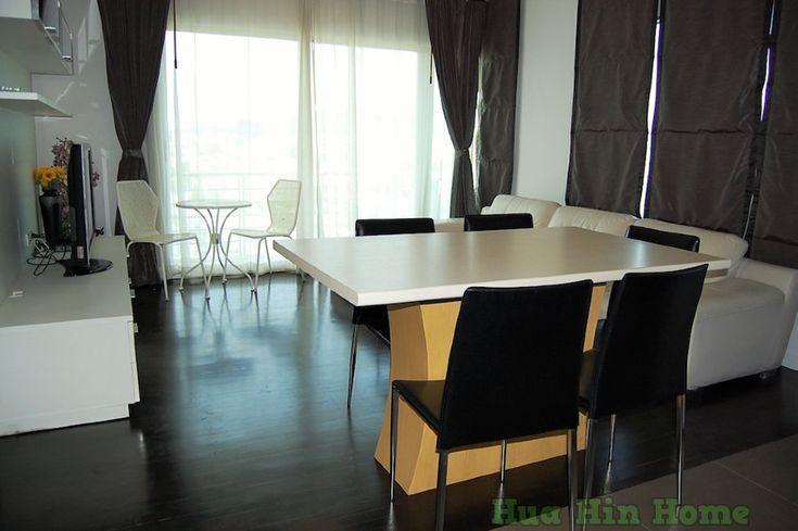 Аренда. Квартира на 2 спальни в центре Хуа Хина, в Баан СанДао.    Красивая квартира на 2 спальни и 2 санузла, с гостиной и кухней.  Хорошая мебель, техника.  Квартира расположена на 7-м этаже, с потрясающим панорамным видом на город и море.    Рядом с комплексом магазины, кафе, торговый комплекс Маркет Вилладж.  На территории комплекса есть бассейны. Комплекс с выходом на море.    Цена 55,000 бат в месяц.  Дополнительно оплачиваются:  - электроэнергия  - вода  - финальная уборка…