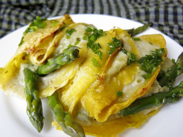 Crespelle agli asparagi in crema – Vegan blog – Ricette Vegan – Vegane – Cruelty Free