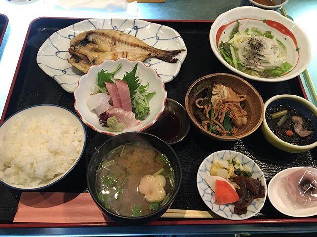 #lunch 😋🐟 #driedfish and #sashimi #teishoku at #kamatsuru #釜つる #yummy #fresh #fish #japanesefood #travel #travelgram #traveljapan #ig_japan #igtravel ##atami #shizuoka #japan #熱海 #静岡県 . えぼ鯛とお刺身の定食 by (scarab6857). travelgram #travel #kamatsuru #sashimi #teishoku #atami #静岡県 #fish #driedfish #japan #shizuoka #japanesefood #熱海 #lunch #traveljapan #ig_japan #fresh #igtravel #yummy #釜つる