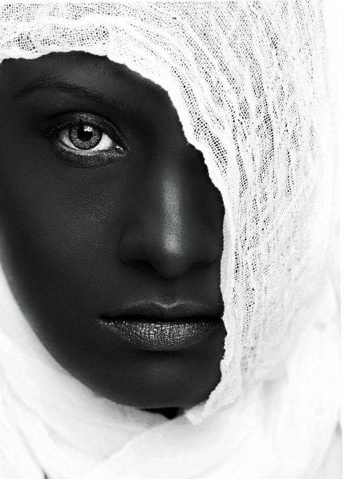 Blanc et noir.