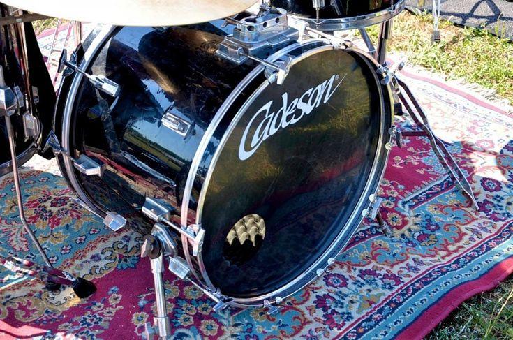 Christian Bourdon (Cadeson) - Fotografie di Chiara Arrigoni delle grancasse dei batteristi del Rockin' 1000 a Cesena, luglio 2015. Scopri le batterie... #drum #drumset #rockin1000 #cesena