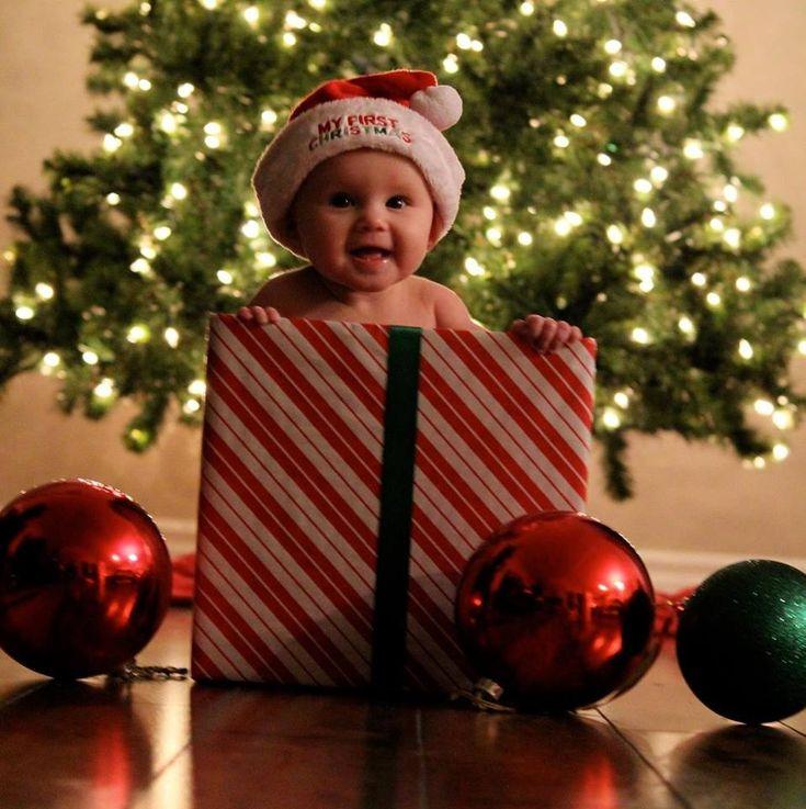 Jouw kerstbaby. Bekijk leuke tips om jouw baby op de kerstkaarten te zetten: http://www.kerstkaartenmetfoto.nl/kerstkaarten-met-foto/jouw-kerstbaby/