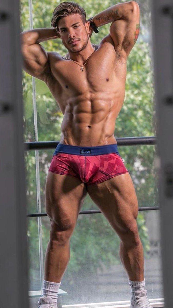 мускулистый парень с двумя быстрее двигаться, порно