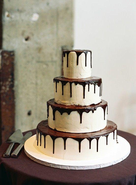 Prachtige taart, ik zou het wel weten, niks boven chocolade, sorry bruidegom ;)