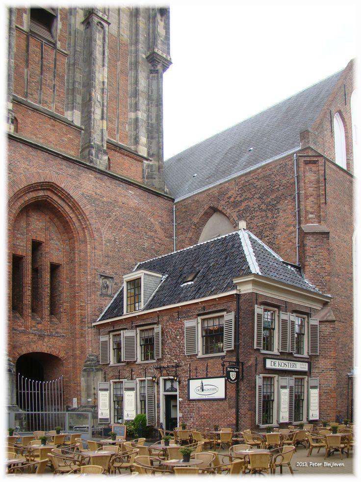 De Kosterij, de voormalige kosterswoning van de Martini kerk nu in gebruik als horeca gelegenheid.