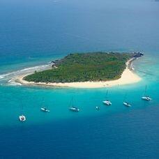 """""""Οι βρετανικές Παρθένοι Νήσοι - ένας παράδεισος όχι για αυτούς που ζητούν ήλιο, αλλά για εκείνους που βελτιώνουν τα φορολογικά τους"""". Από την NZZ."""