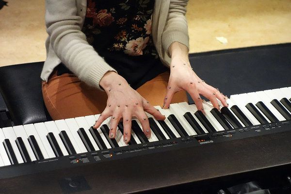 Motion capture of a pianist's fingers, the physics of music motion...