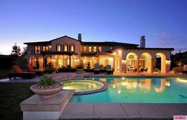 Khloe Kardashian Buys Justin Bieber's Calabasas Mansion
