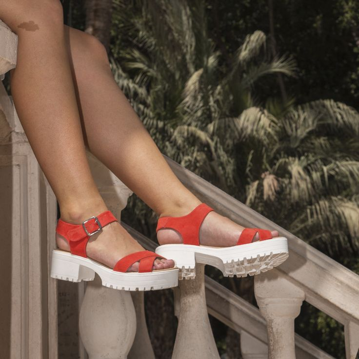 Lunes de sandalias bonitas❤️.Además ahora las puedes encontrar 🎉REBAJADAS🎉 en nuestras tiendas físicas o en 👉zapatosmayka.es👈