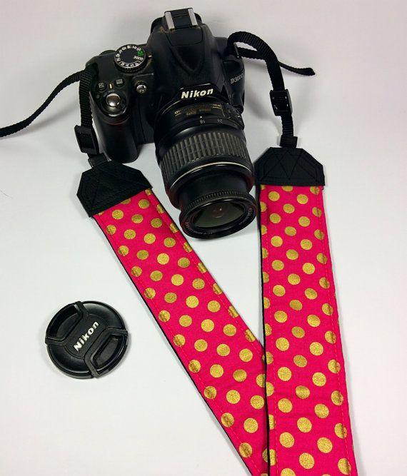 Tracolla per fotocamera SLR, DSLR, imbottita, in cotone rosa a pois oro metalizzati. Tracolla fotocamera pink.