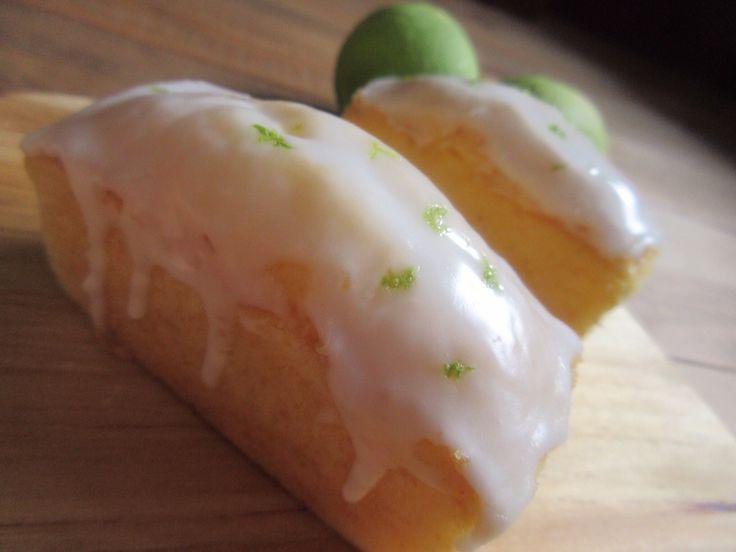 Lemon Drizzle Cake. イギリスのティールームで定番のレモンケーキ。250yen