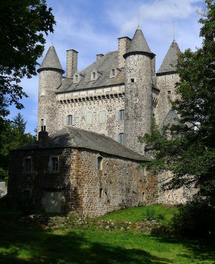 Château de Vachères , situé sur la commune de Présailles, Haute-Loire, Auvergne, France.