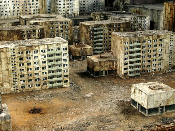 31 best images about miniatures dropzone commander on for Miniature architecture
