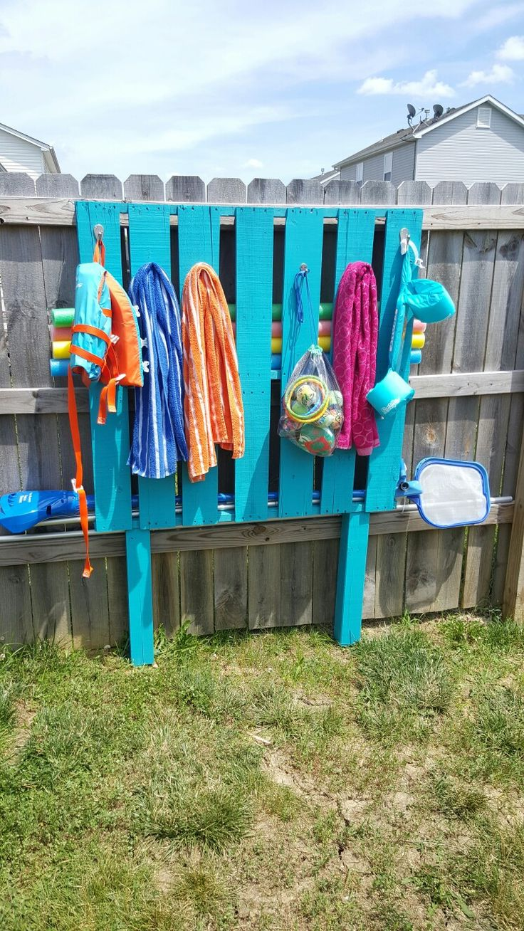 25 best ideas about pallet pool on pinterest for Above ground pool storage ideas