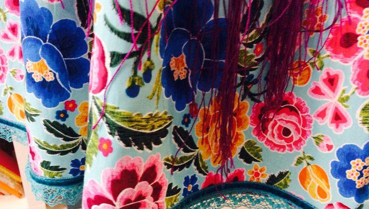 Modelo Pepa Flores Vestido, mantón y flor 50€ Por encargo al 686.416402