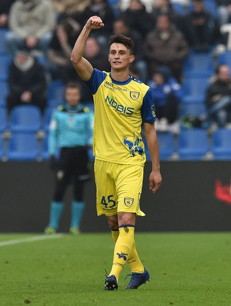 Roberto Inglese of AC Chievo Verona celebrates after scoring the goal 1-2 during the Serie A match between US Sassuolo and AC Chievo Verona at Mapei Stadium - Citta' del Tricolore on February 12, 2017 in Reggio nell'Emilia, Italy.