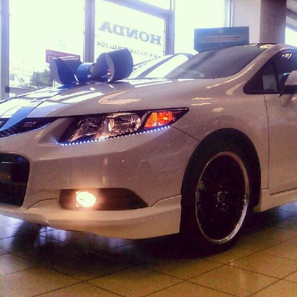 A gift from the Plaza Honda gods -- a gorgeous, customized 2012 Honda civic coupe. Love at first sight?